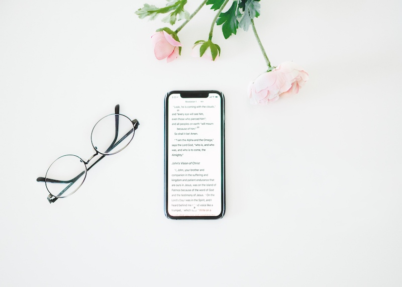 ComeThinkCreative home page header image of responsive mobile screen and desk plant